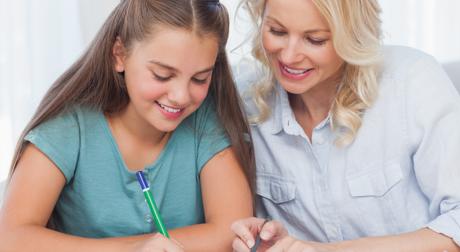Nachhilfe zu Hause im Einzelunterricht: ein Lehrer, ein Schüler