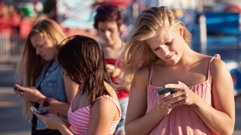 Kinder und Sucht nach Social Media: Diese 5 Warnzeichen sollten Sie ernst nehmen